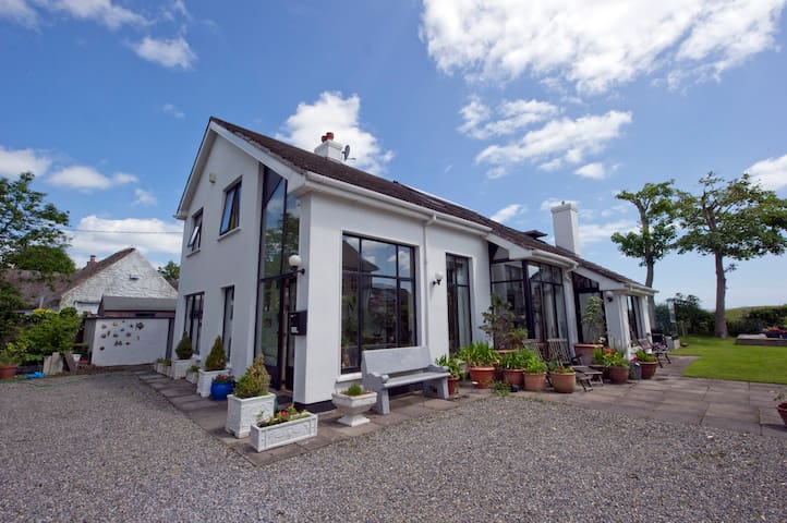 Award Winning Traditional Irish B&B - Portmarnock - Bed & Breakfast