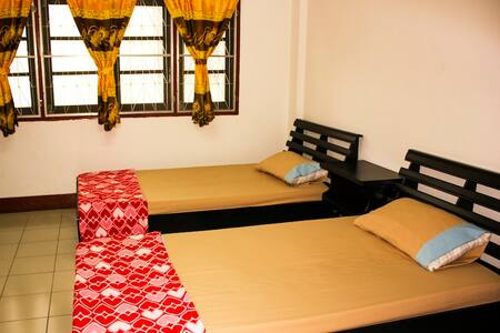 Superior Twin Room with AC, Strong WIFI , Old Town - Chiang Mai - Dormitório