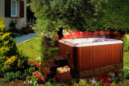 T2 jardin jacuzzi près de Toulon - Le Beausset