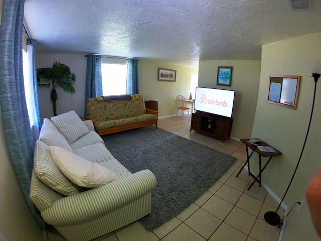 Cozy Private 2BR Suite Central Sarasota-Bradenton