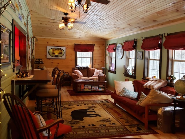 Cozy Whiteface mtn cabin (Midweek discounts)