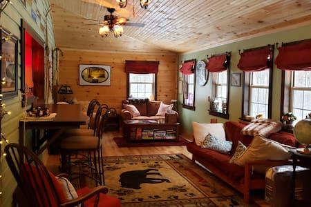 Cozy Whiteface Mtn cabin getaway; sleeps 6