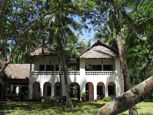 Stunning beachfront house with private pool - Kwale - Willa