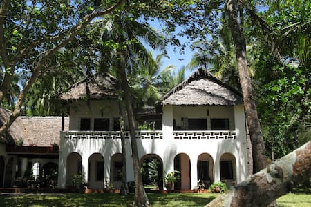 Stunning beachfront house with private pool - Kwale - Vila