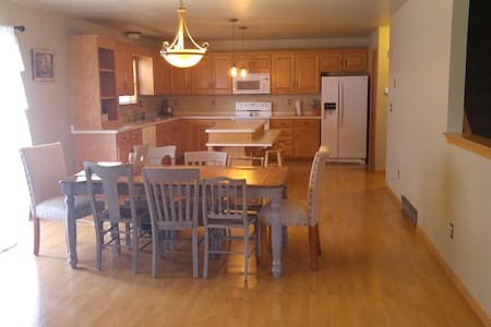 Private Room/Amazing Host! - Green Bay