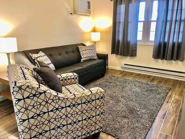Maple Park Flat 1 *near Grand Park and downtown*!