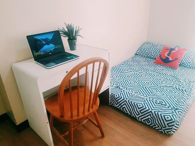 Bed & Breakfast + Wifi in Makati - Mandaluyong