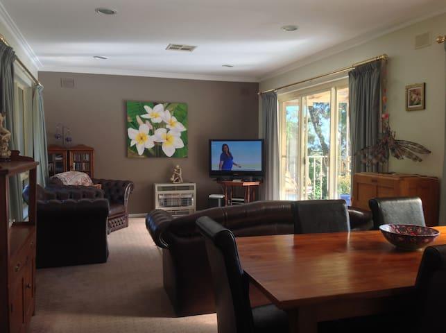 Leafy suburb close to Adelaide CBD. - Torrens Park - House