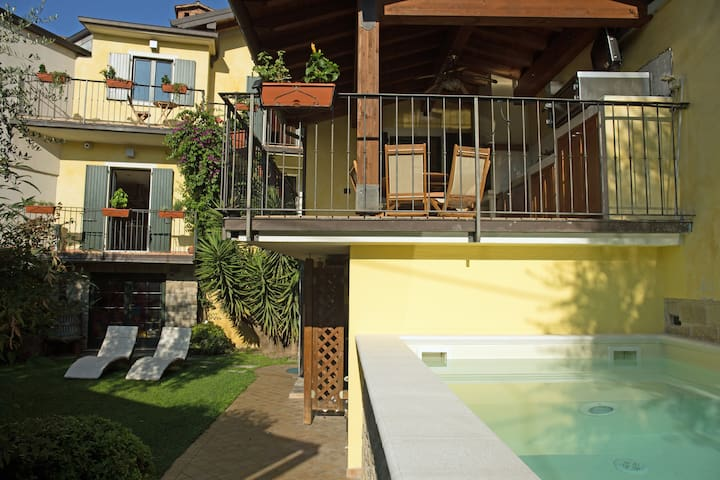 Il Vicolo -Spacious holiday house on Lake Garda.