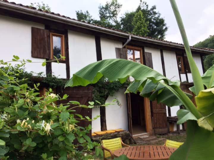 Grange centenaire rénovée dans village 3ch 140m2