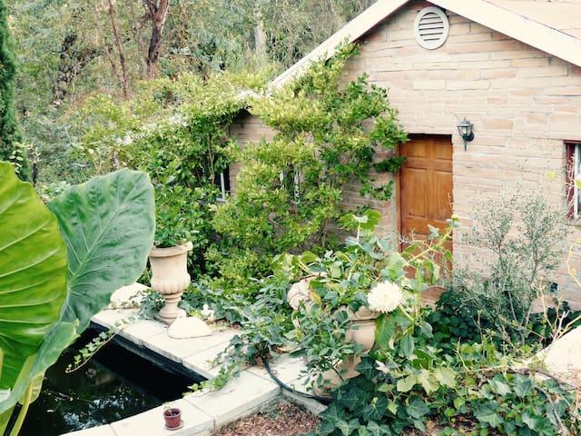 INTERNATIONAL BACKWOODS SOUTH Spacious cottage