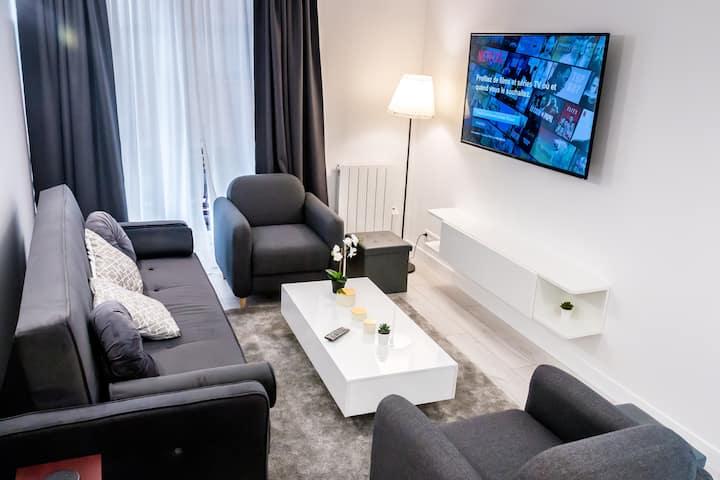 DISNEY- PARIS, APPT WITH 5 ROOMS, 5 BATHROOMS-12 P