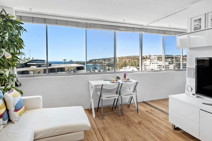 MANLY SMALL ONE BEDROOM APARTMENT WITH OCEAN VIEWS