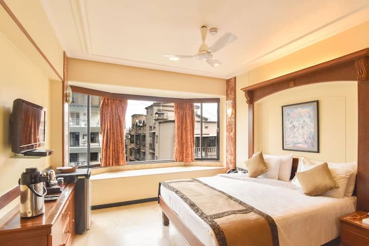 Deluxe room in Pali Hill, Bandra West