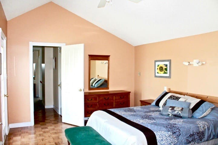 Upper level queen bed room with full lake view