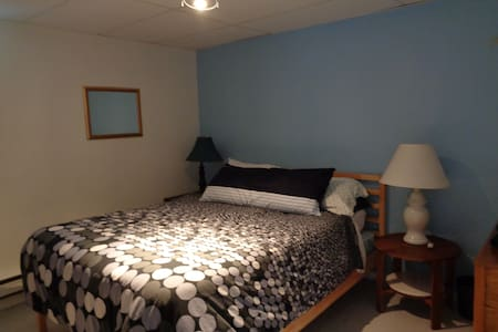Extra comfy room, 40min drive to dowtown MTL - Laval
