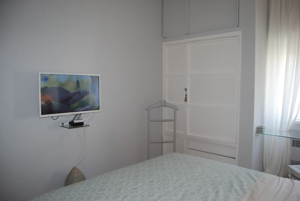 D.Mighel Bedroom  TV with more than 200 Channels Primium Movie Channel and pack of 1900 Movies for free  Çloset and Draws