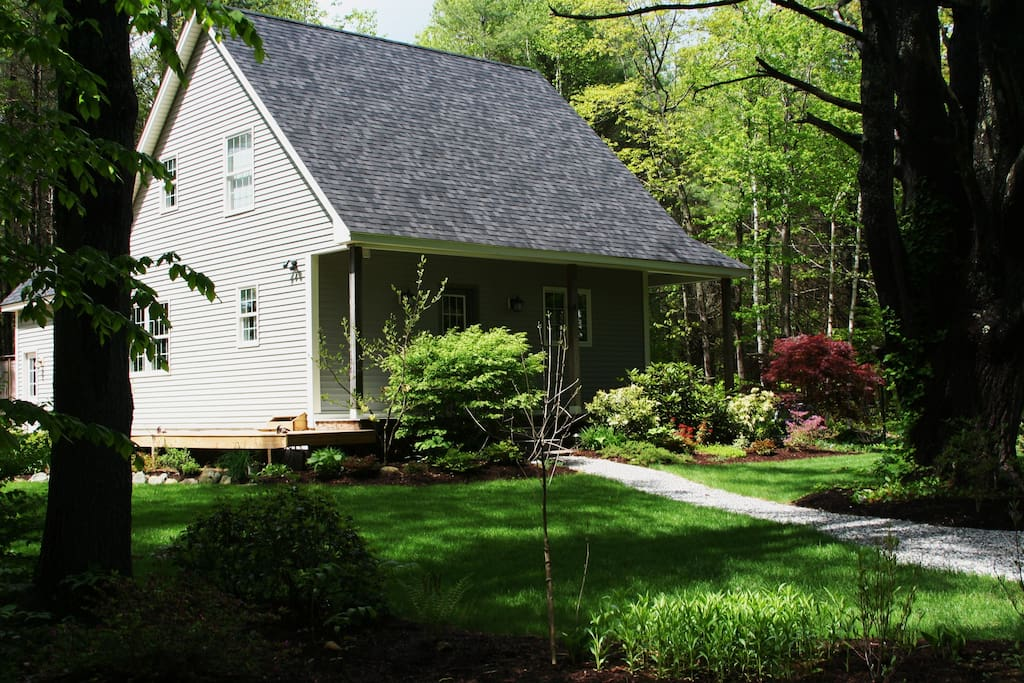 House in spring, 3 minute walk to Maranacook Lake. Canoe available, 3 swimming areas.