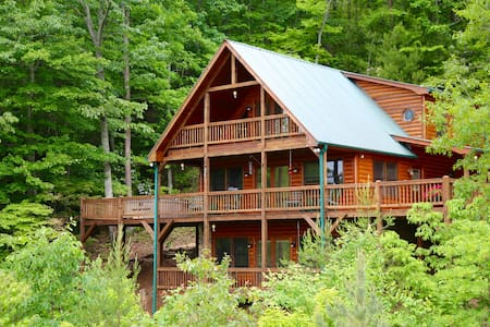 Spacious private mountain cabin with stunning view - Mineral Bluff