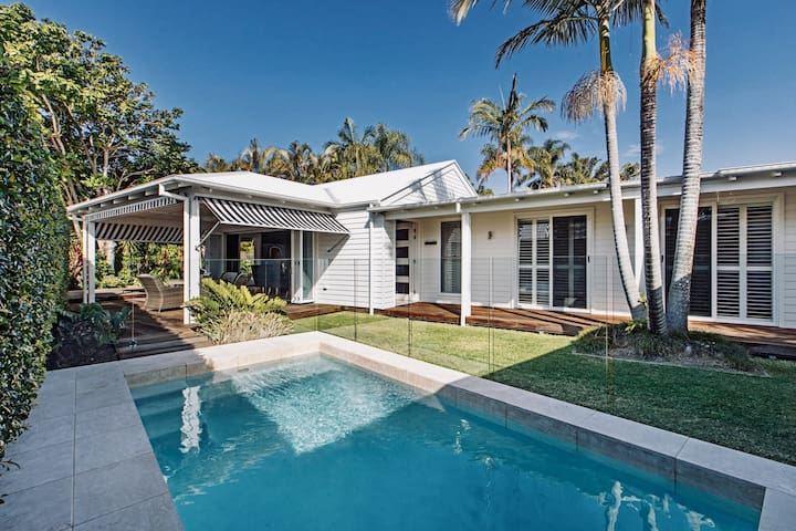 Hamptons Style Beach House in Caloundra with Pool