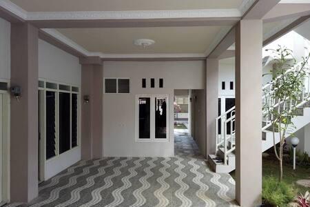 Kos Berkat with modern architecture - Beji kabupaten Pasuruan - Haus