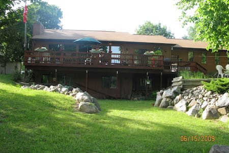 Waterfront Cedar Home w/PrivateRoad - Linden