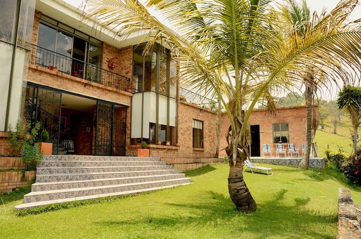 Finca el Tejar Verde - Silvania - บ้าน