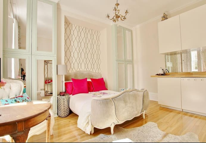Beautifully presented studio apartment