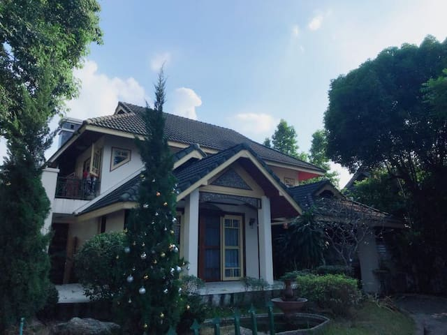 Cosy house for family@ convenient location+ 中文服务