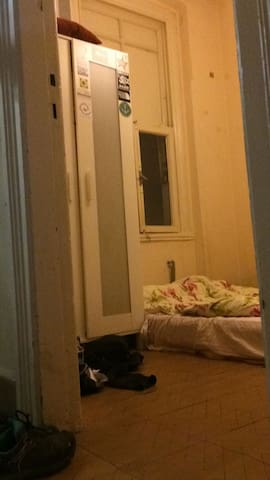 Small room (for max 2 people) in Cihangir