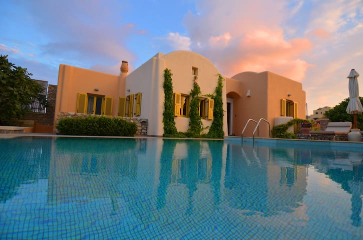 Beautiful Villa Ideal for Families Car Included - Vothonas - Vila