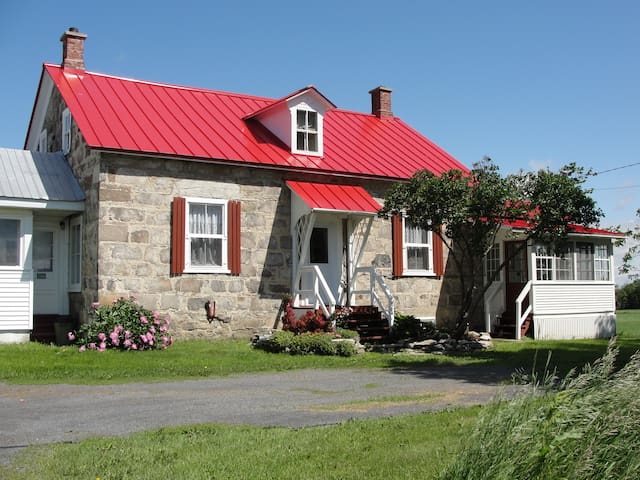Ormstown Heritage Stone Guest House - Ormstown - Casa