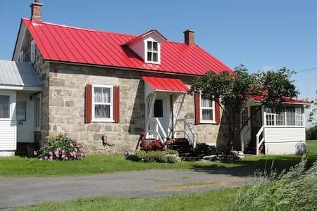 Ormstown Heritage Stone Guest House - Ormstown