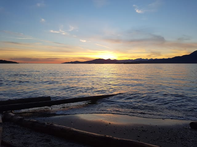 Apartment by the Beach!  Perfect vacation location - Vancouver - Apartemen