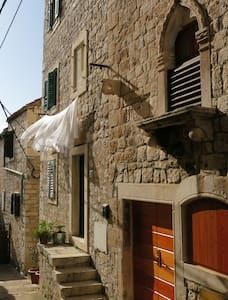 Sime's Guest House No.1. Down Town - Hvar