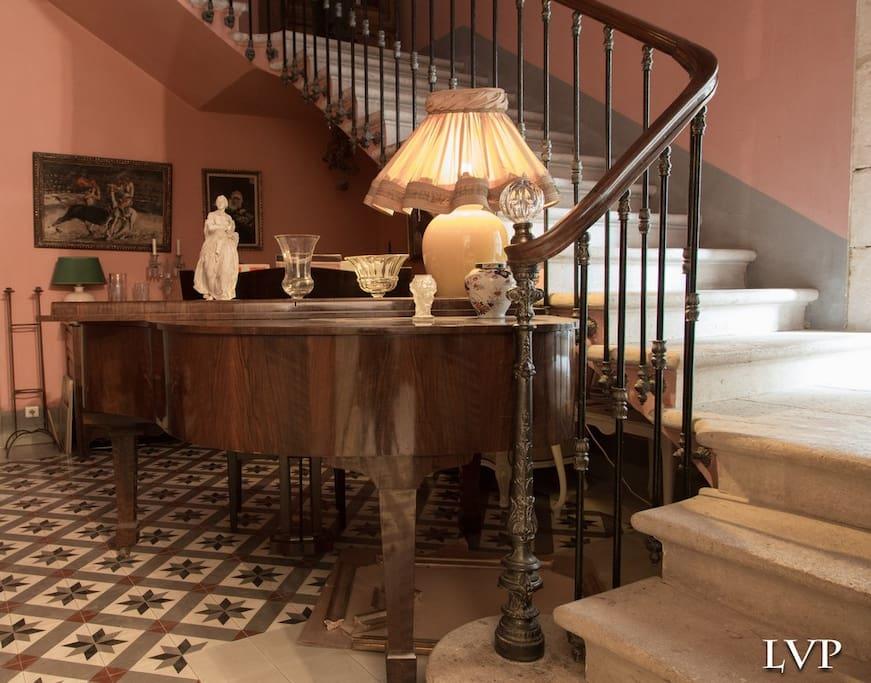 escalier pour accèder à vos chambres