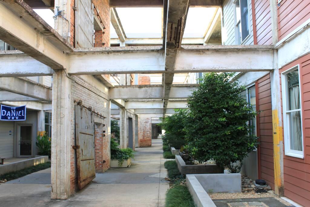 Beltline Loft, Historic / Artsy—2BR