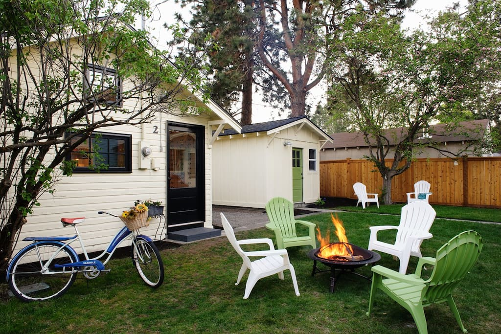 Part of a group of cottages on Bend's Westside that share fire pits, a hot tub, an herb garden and complimentary bicycles.
