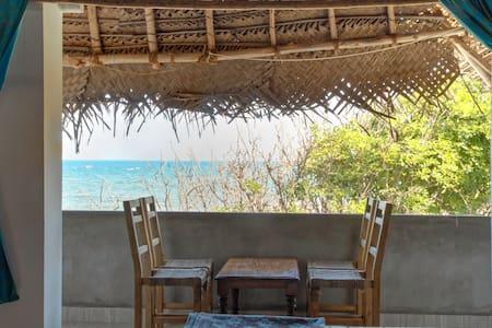 Beachside family room with bath attached-Ganga up - Bommayapalayam - 住宿加早餐