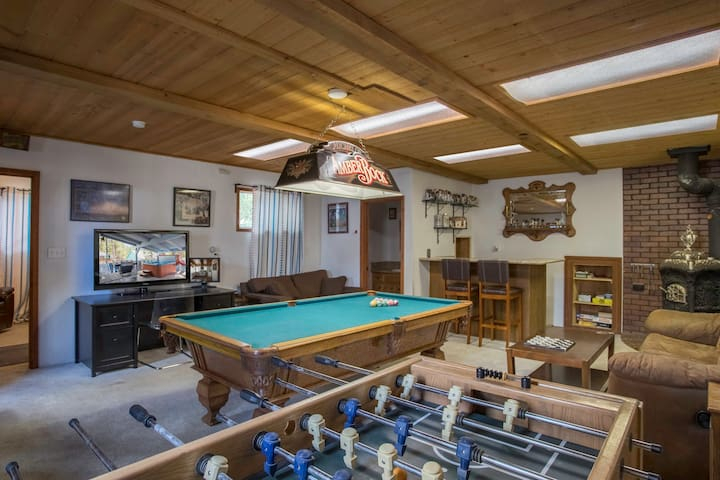 Forest Retreat - Gameroom & Hot Tub!!!