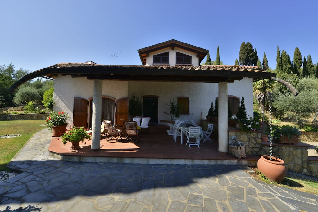Esterno con patio anteriore - exterior with front patio