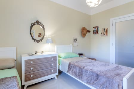 Twin room with private bathroom. - St. Julian's - Bed & Breakfast