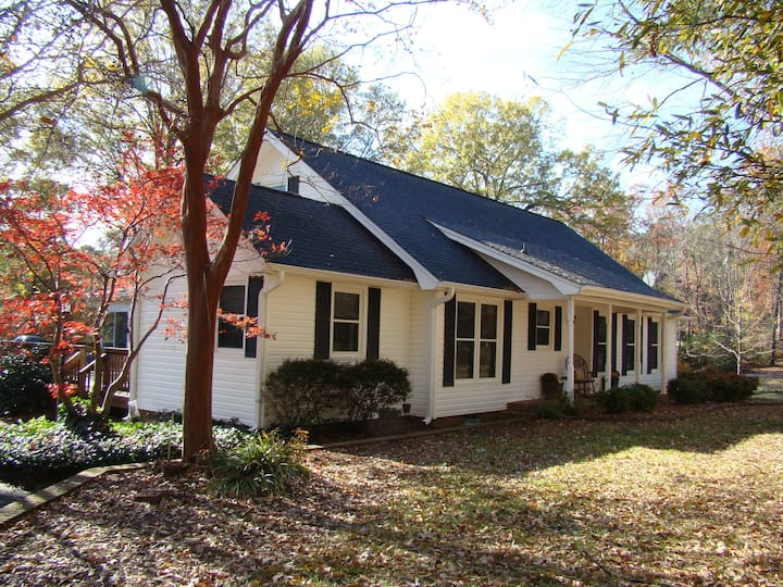 The Modern 3 Bedroom Ranch House in Mint Hill