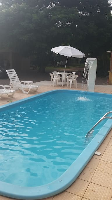 Área de convivência de todos do local, piscina compartilhada