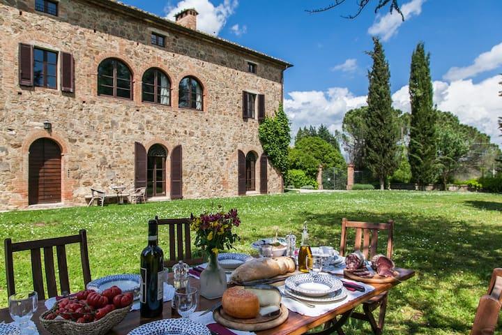 2° floor in ancient villa, Siena - Montalcino - Apartment