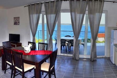 Apartment ENA 3, sea view, Zavala island Hvar - Zavala - Квартира