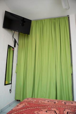 Televisión inteligente en la habitación / Bedroom smart tv