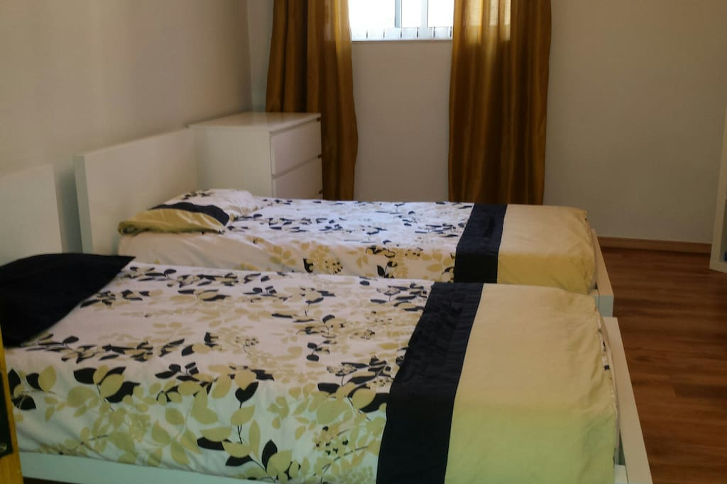 2nd bedroom, 2 single beds