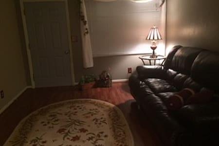 Spacious duplex in quiet neighborhood - Peoria - Leilighet