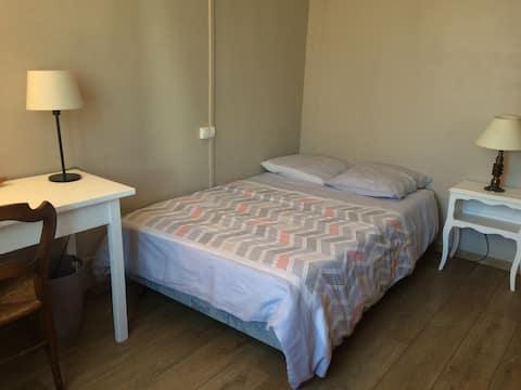 Chambre avec jardin et parking centre d'Arles